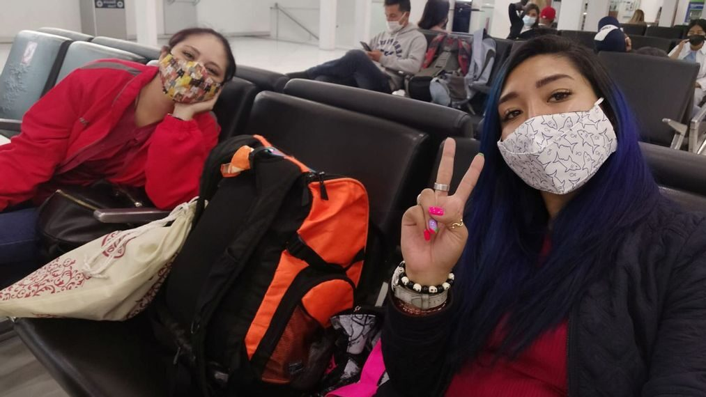 Passengers wait at the airport wearing face masks and practicing social distance. Many take advantage of remote work to get to know other places. (Itzel Padilla/Zenger)